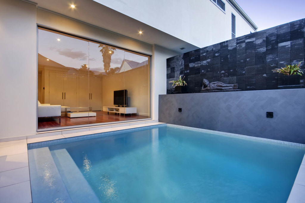 Swimming pool melbourne gallery swimmore pool builders for Courtyard designs with spa